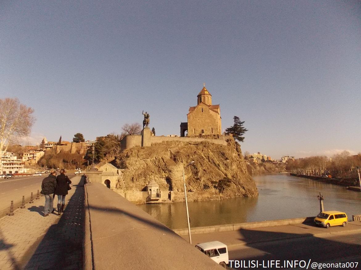 Мост и церковь Метехи, памятник Вахтангу Горгасали