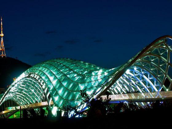 Стеклянный мост в Тбилиси
