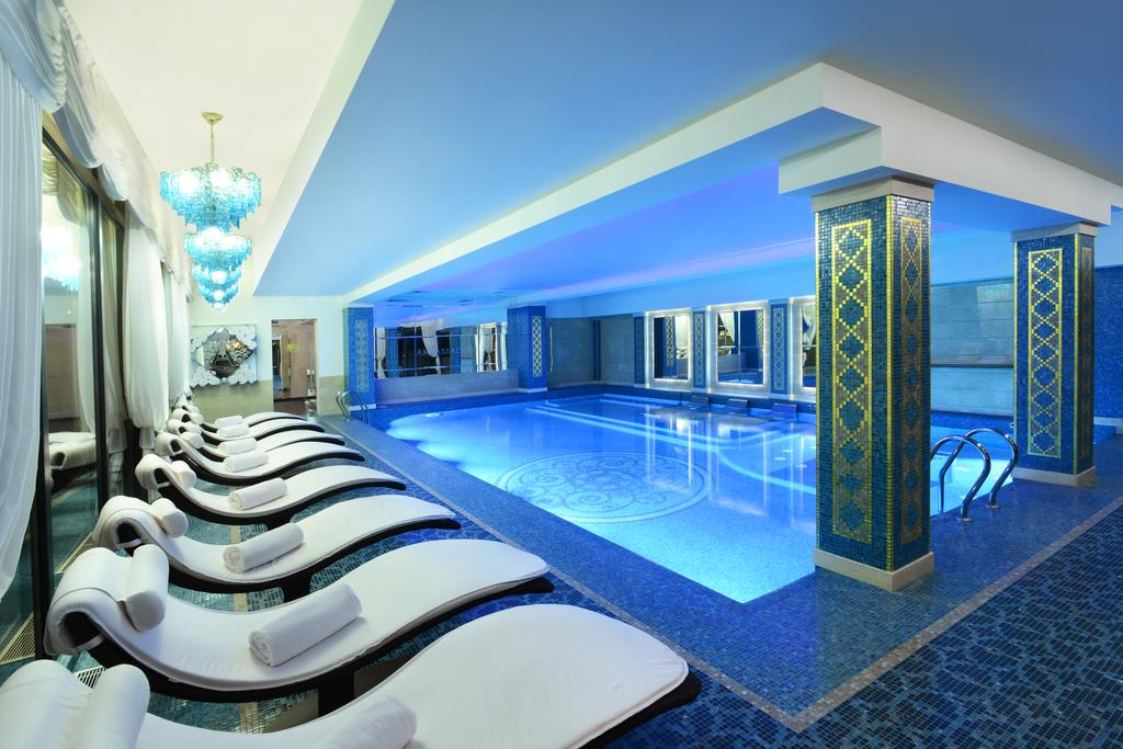 Отель с бассейном в Тбилиси
