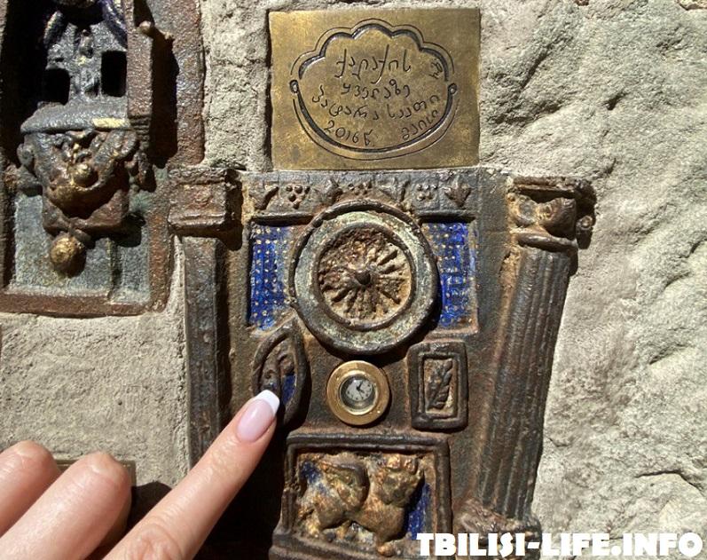 Самые маленькие башенные часы - Тбилиси