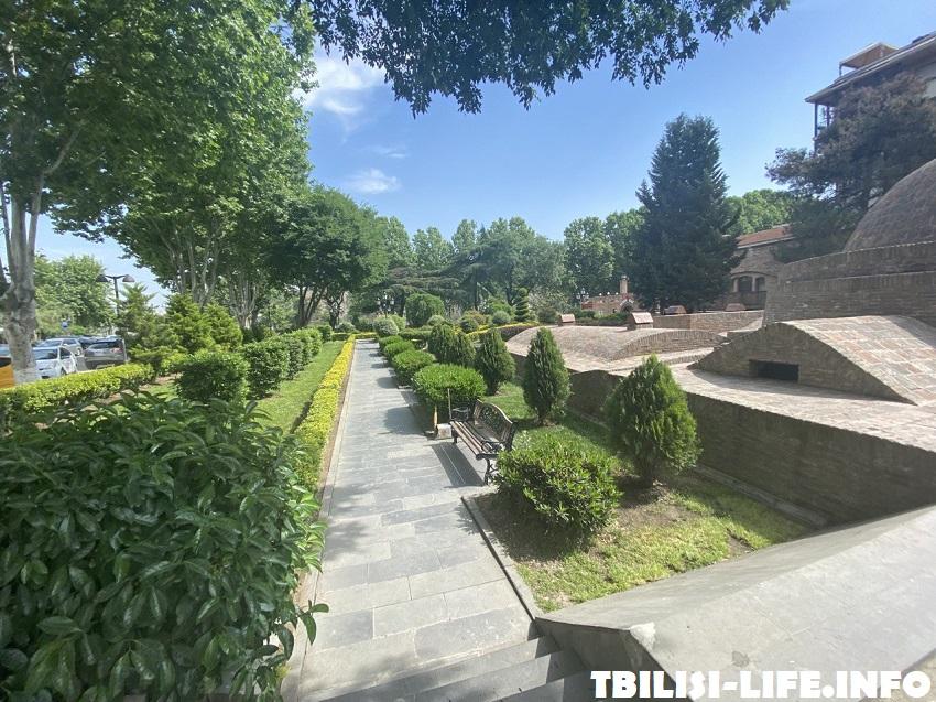 Сквер Гейдара Алиева - отдых в Тбилиси в июле