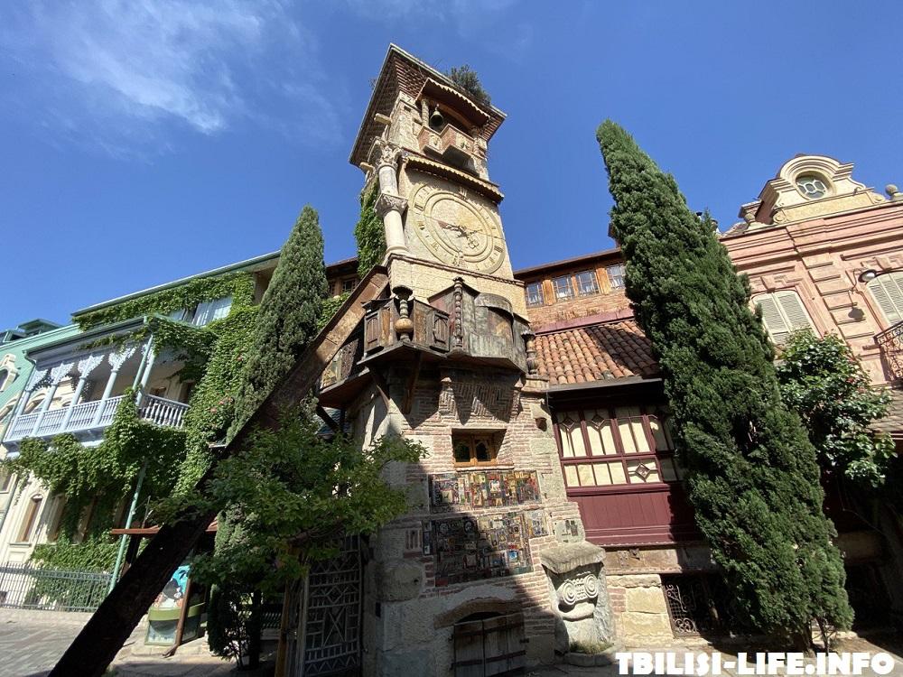 Театр Марионеток Тбилиси - часовая башня