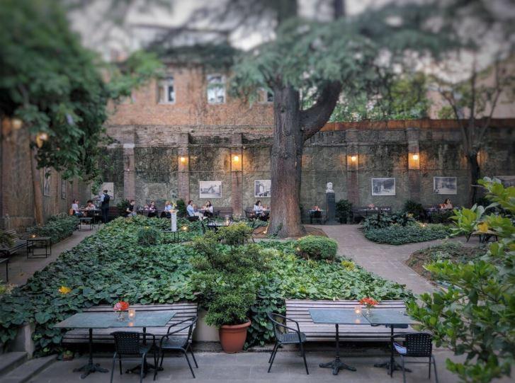 Cafe Littera - лучшие кафе в Тбилиси с красивым видом