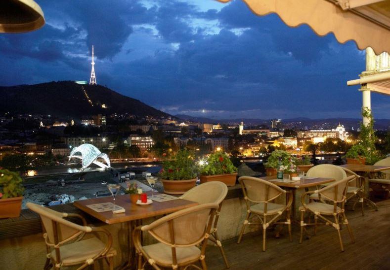 Flowers Cafe кафе Тбилиси с красивым видом