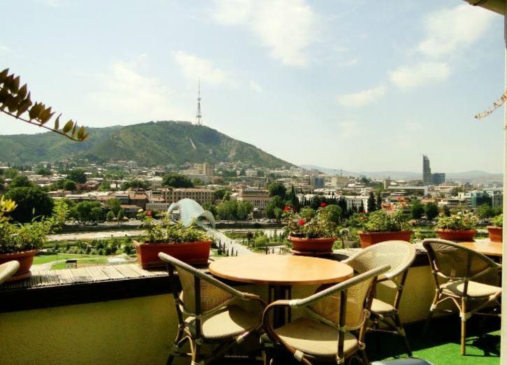 Кафе Тбилиси с видом Flowers Cafe
