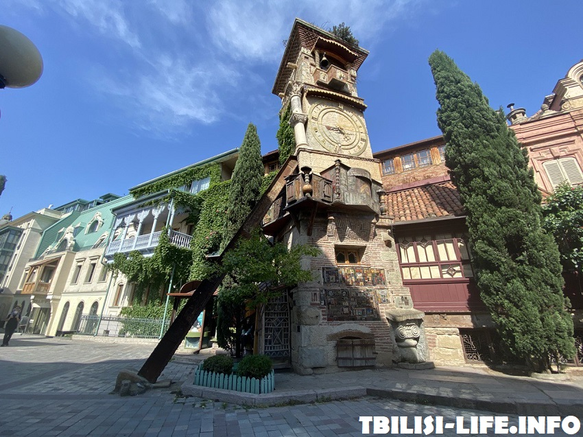 Часовая башня театра марионеток