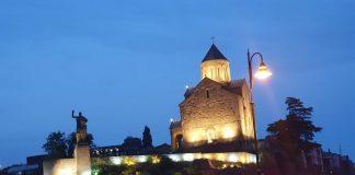 Церковь Метехи и памятник Горгасали