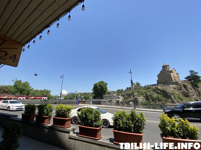 Храм Метехи и центр Тбилиси
