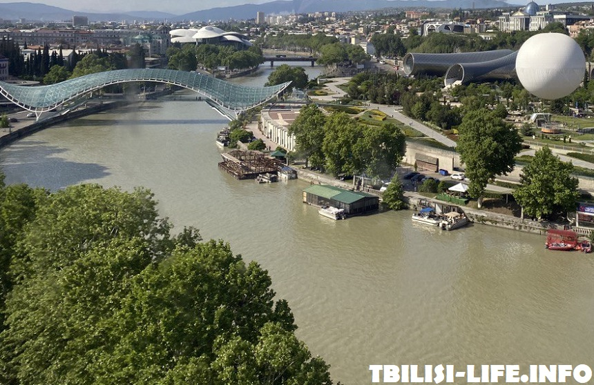 Мост через реку Куру