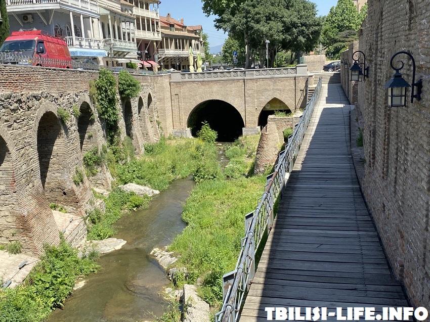Серные бани в Тбилиси осенью