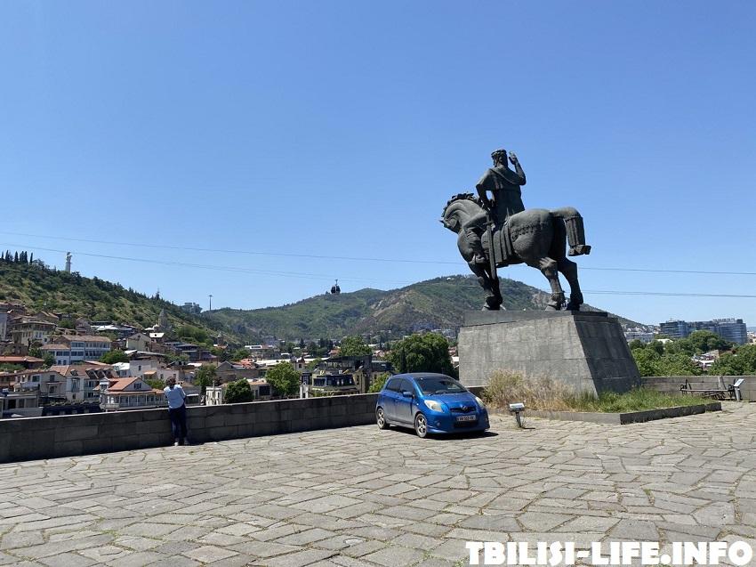 Памятник Вахтангу Горгасали Тбилиси